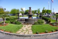 fontána před vchodem